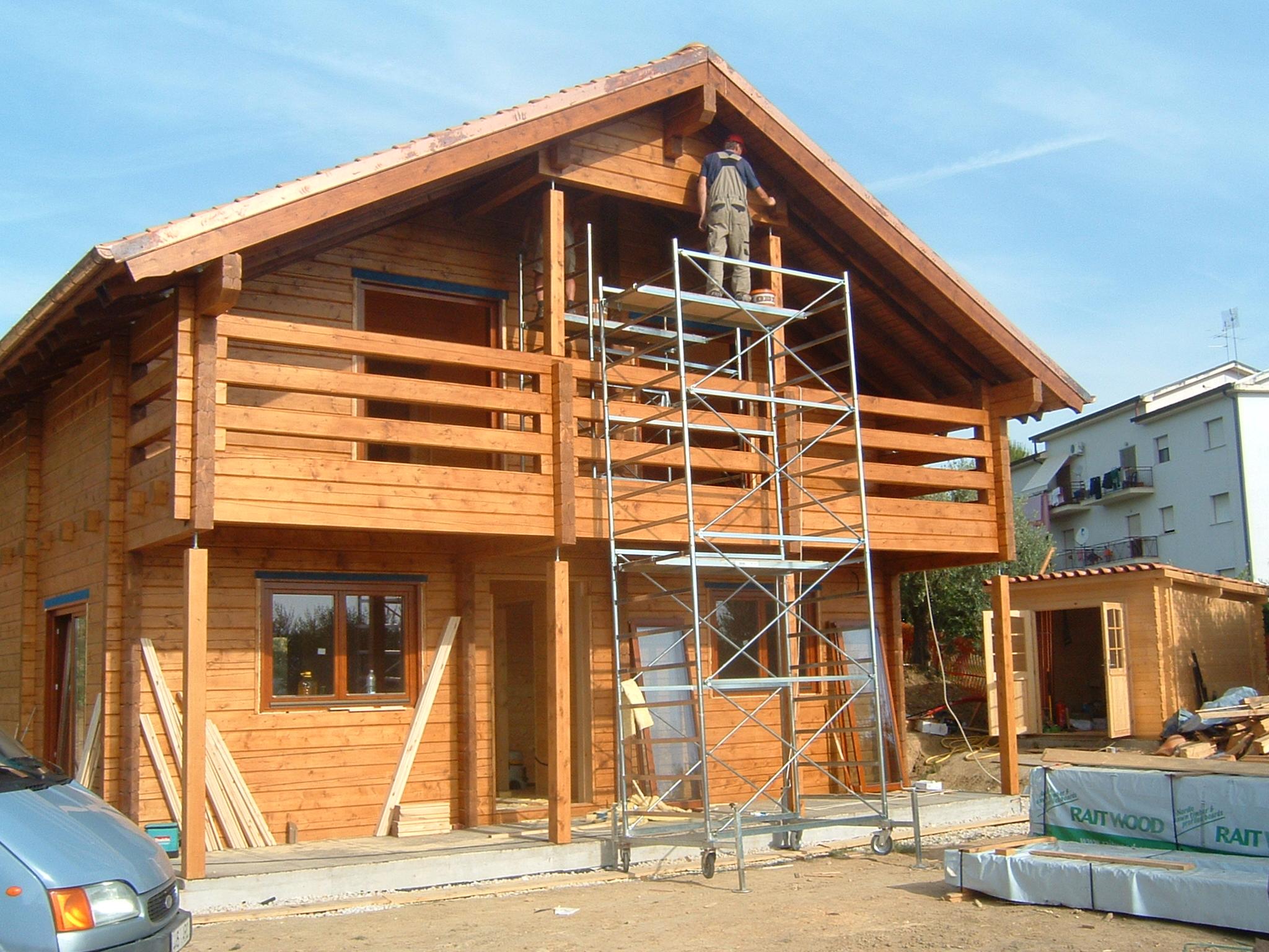 Case in legno tradizionali case in legno prefabbricate - Casa in legno su lastrico solare ...