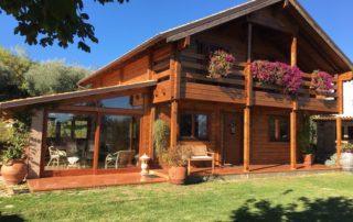 Casa in legno in tronchi