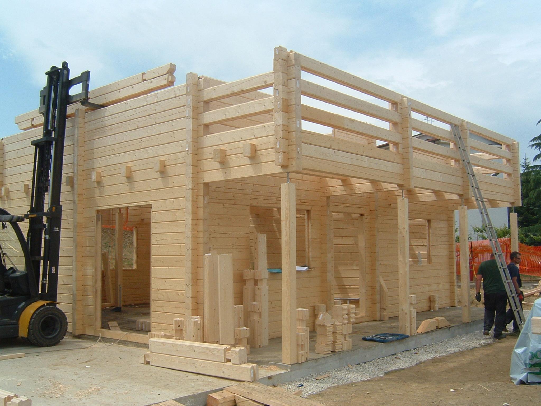 Case in legno tradizionali case in legno prefabbricate for Un costo di costruzione della casa di legno