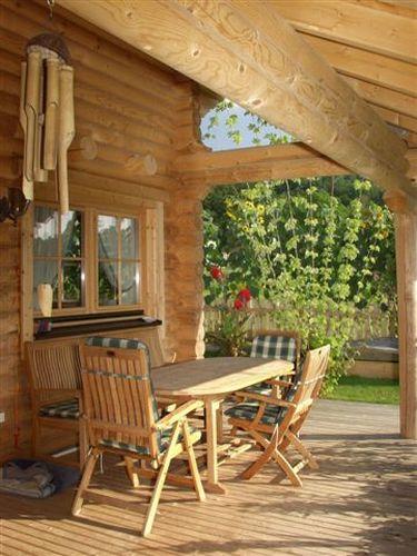 Casa in legno in tronchi rotondi